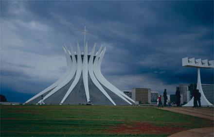 Niemeyer, Catedral, Brasilia. Foto: Louise Noelle