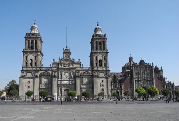 Notable revisi n hist rica y est tica de la catedral de for Zocalos de fachadas fotos